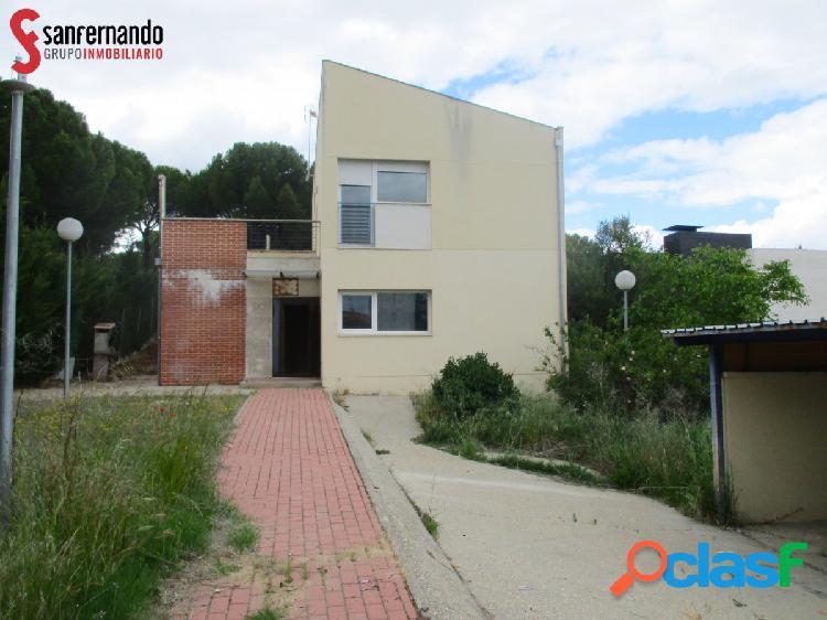 Se vende Chalet en Urb. El Otero - Valladolid. 4 Dormitorios / 3 Baños. 179.000€