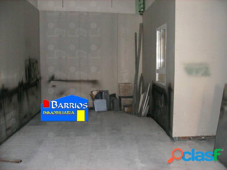 Local de obra de 43 m2 utiles con amplio escaparate a la calle