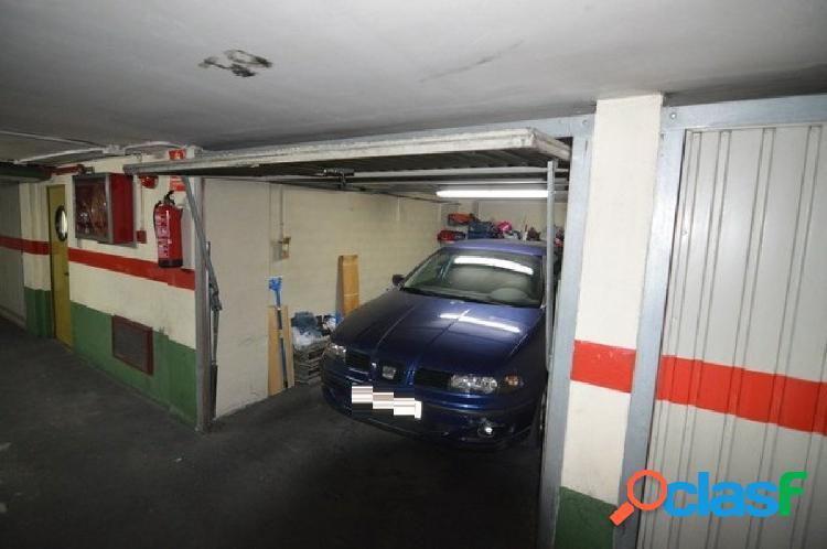 Cabina de garaje en el centro de cullera