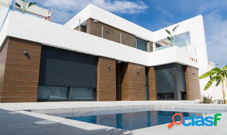 Preciosa villa independiente con piscina privada