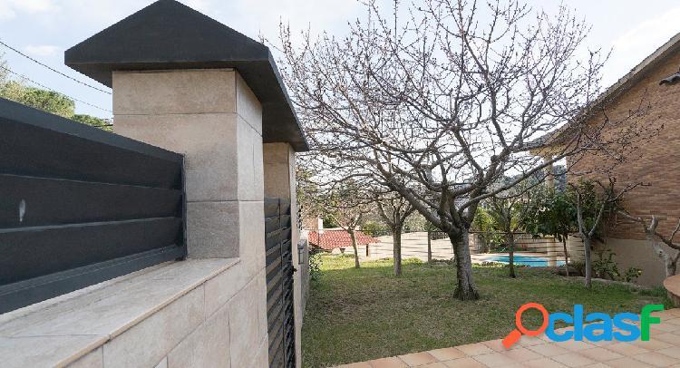 Casa chalet espectacular de 450m2 a 4 vientos con piscina y jardín en castellar del valles