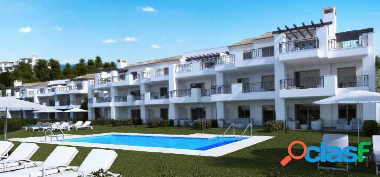 Nuevos apartamentos y áticos de 2 y 3 dormitorios en venta en Elviria alta, Marbella.