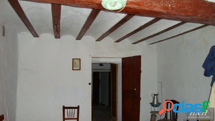Se vende magnífica casa en el centro de alcublas. /h h asesores, inmobiliaria en burjassot/