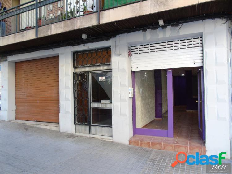 Se alquila local comercial en el centro de Burjassot. / HH Asesores, Inmobiliaria en Burjassot/.