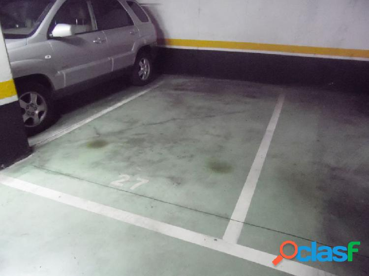 Estupenda plaza de garaje en fronton lopez (iturrama)