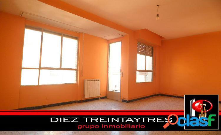 El ejido. 3 habitaciones. luz. terraza. 1111 € m2.