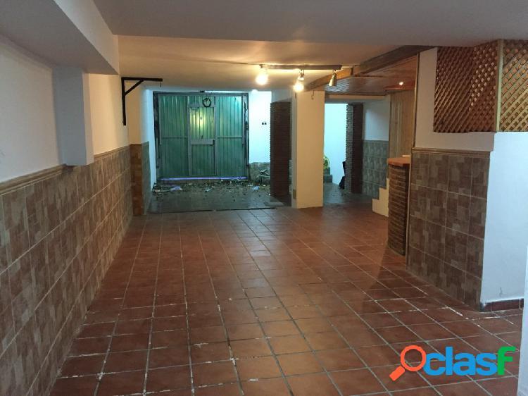 Se vende adosado reformado, para entrar a vivir en san bernabé, con gran garaje y dos patios
