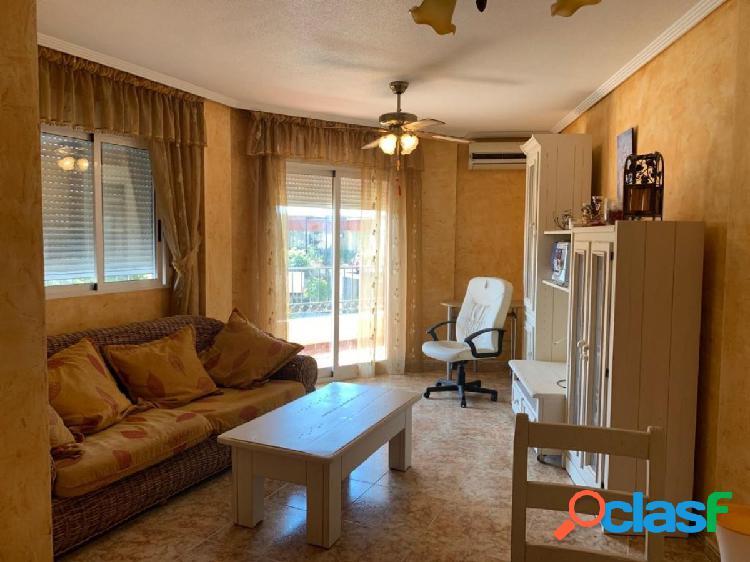 Apartamento de 2 dormitorios y piscina comunitaria