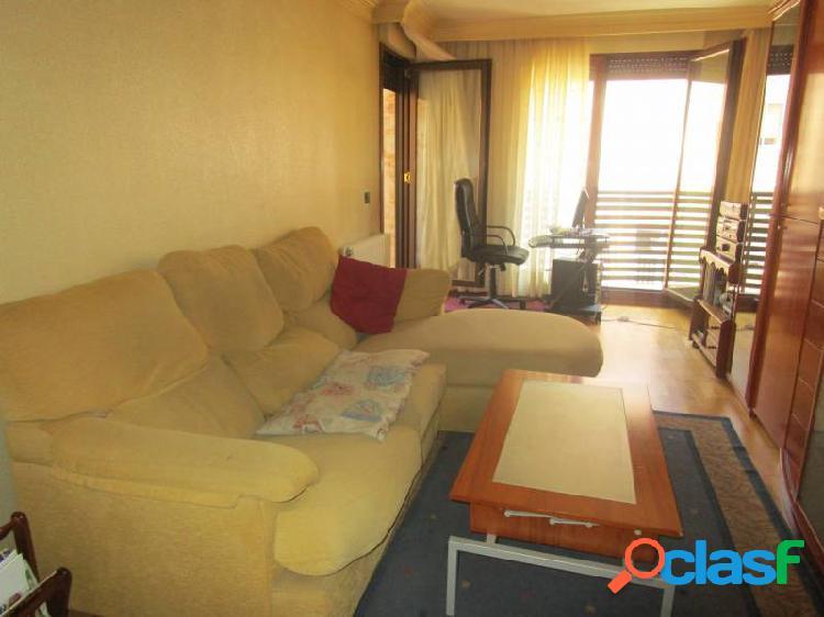 Urbis te ofrece un estupendo piso en zona san bernardo, salamanca.