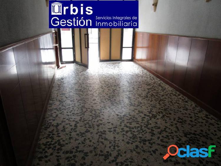 Urbis te ofrece un estupendo local comercial en alquiler en zona centro, salamanca.