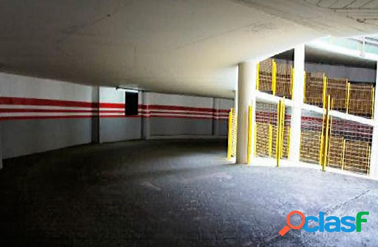 Urbis te ofrece unos garajes en zona labradores, salamanca.