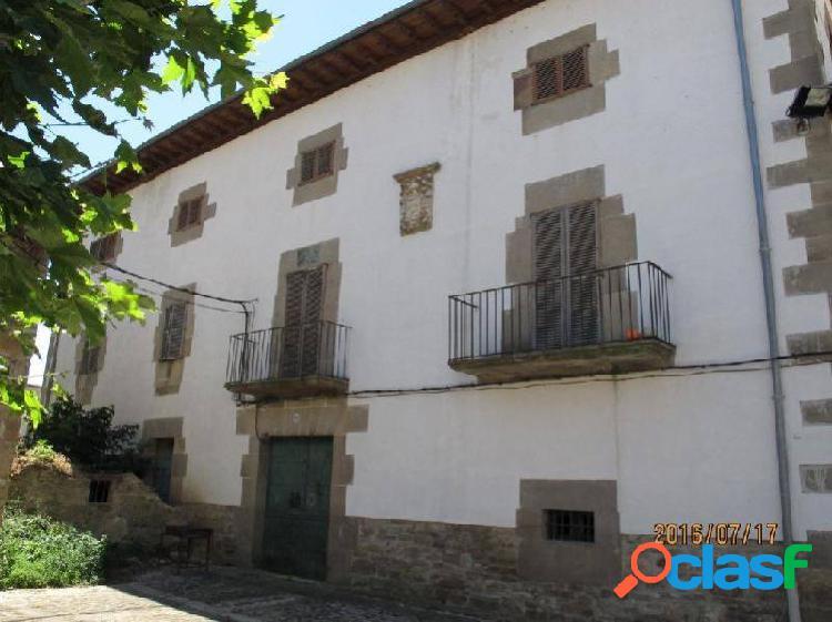 Casa palacio en el pueblo de monreal a 18 km de pamplona en pleno camino de santiago ideal para hote
