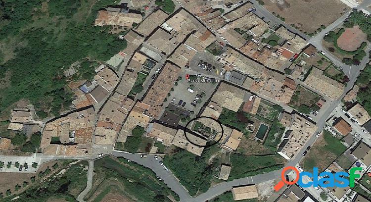 Parcela urbana en el centro de monreal en la plaza del mercado para hacer una casa o 2 duplex