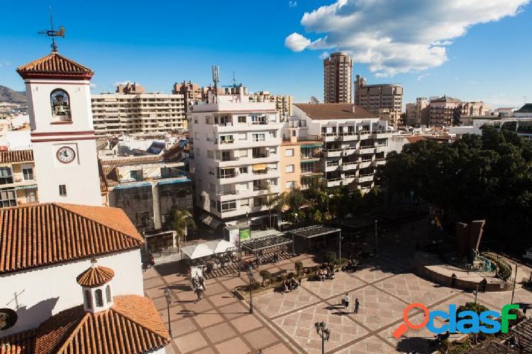 ¡oportunidad! magnífico piso en la plaza de la constitución de fuengirola
