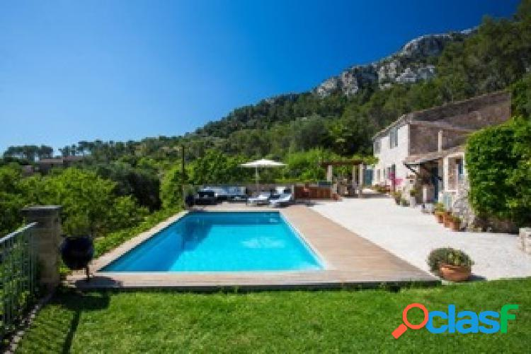 Idyllic, privacy and distinguished house with panoramic swimming pool