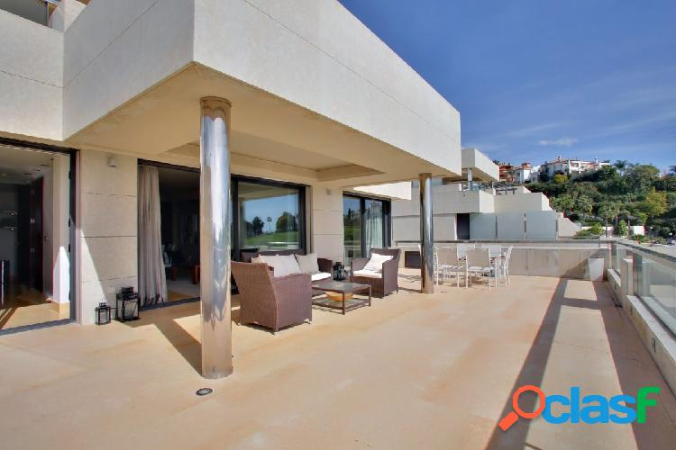Lujoso apartamento de dos habitaciones con vistas panorámicas al mar