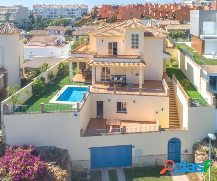 Amplia Villa andando a la playa y servicios con vistas panorámicas