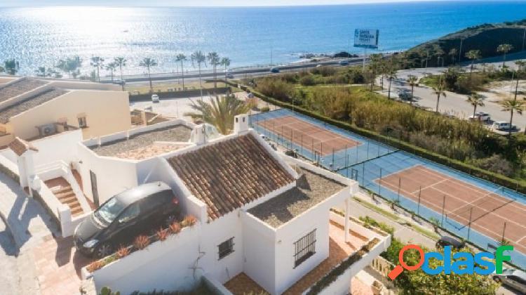 Fantástica villa en el faro con hermosas vistas al mar, cercana a la playa.