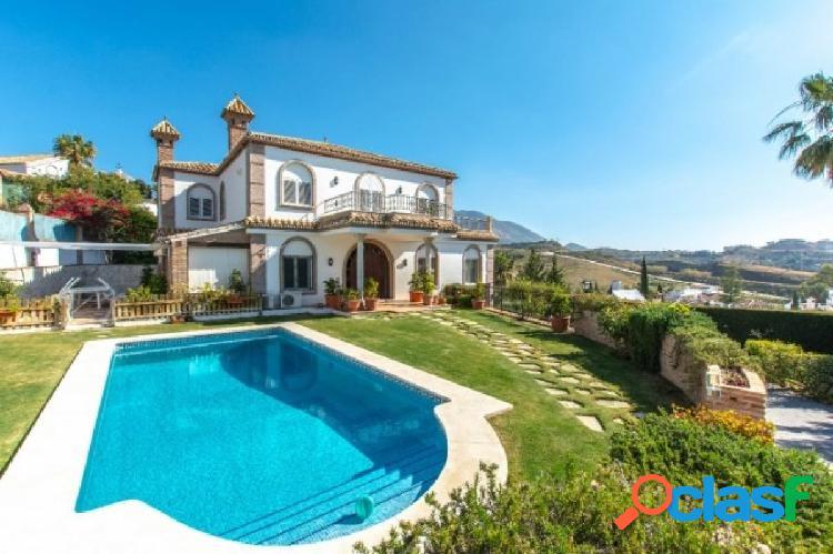 Hermosa villa ubicada en la tranquila urbanización de vista verde