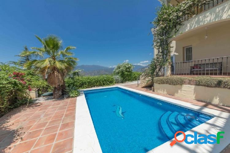 Villa familiar de 4 dormitorios + suite de invitados en venta en sierra blanca country club