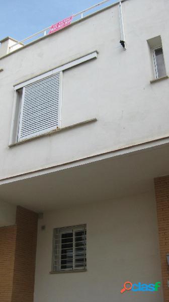Casa 4 dormitorios en cájar