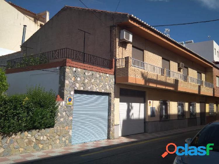 Casa independiente de 5 dormitorios en churriana de la vega