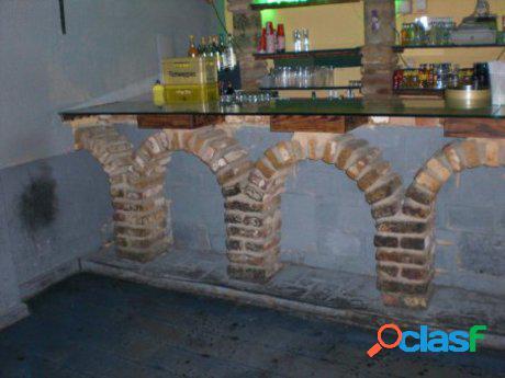 Bar acondicionado en el casco antiguo de león, cerca de la catedral y barrio húmedo de león.