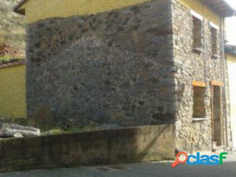 Casa de piedra en plena montaña leonesas, en la pola de gordón.