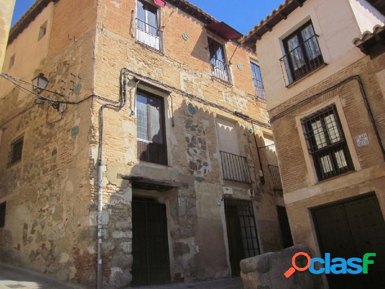 Local comercial rehabilitado de 78 m2 con 8 m2 de fachada en el casco historico