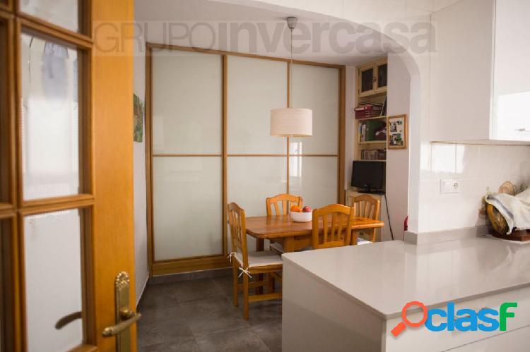 Piso exterior con vistas despejadas de 129 m2 con balcón +3 habitaciones + 2 baños +cocina office