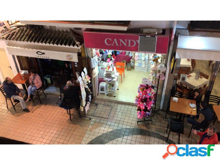 Se vende un local en pleno centro de torremolinos.