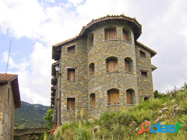 Casa torreón de 3 plantas en valle de lierp ribagorza huesca