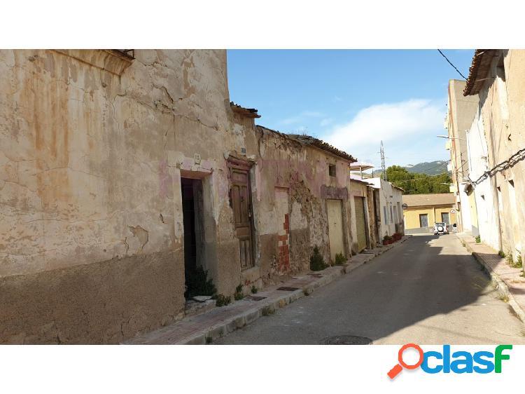 Casa en barrio estación. sax.13.200 euros.