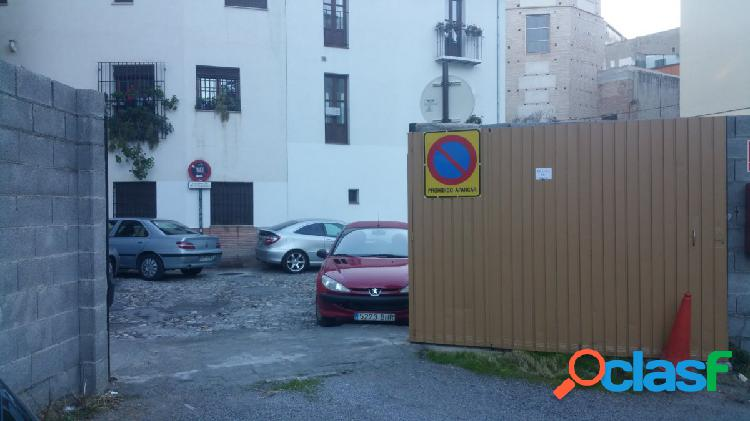 Plaza para Motocicleta en cochera al aire libre cerrada