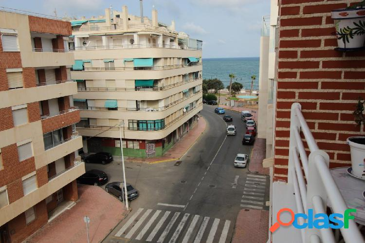 Apartamento semi-reformado con vistas laterales al mar!