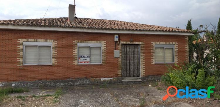 CASA EN SARDON DE DUERO, VALLADOLID. 682 m2 parcela, vivienda en una planta más almacén y cuadras.