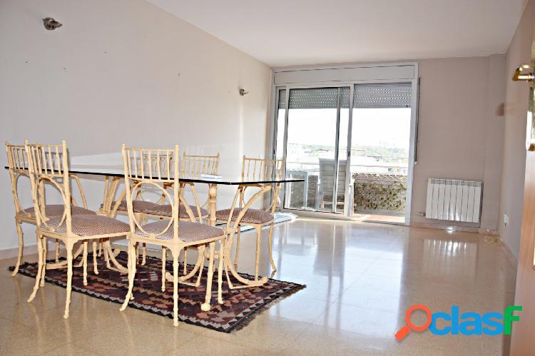 Último piso con ascensor de 4 habitaciones, parking y vistas al mar en can pei (sitges)