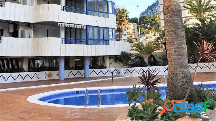 Se vende apartamento con 3 dormitorios y bonitas vistas al mar en calpe