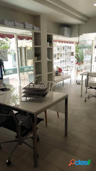 Se alquila local comercial amplio y luminoso en el centro de estepona, en plena área comercial.