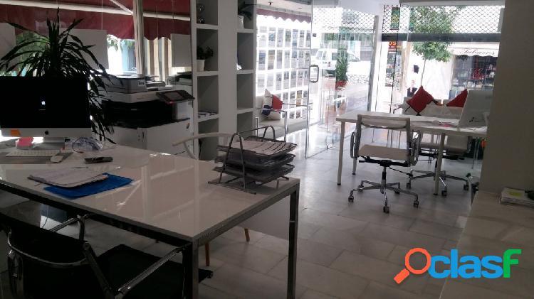 Se alquila local comercial amplio y luminoso en el centro de Estepona, en plena área comercial. 1