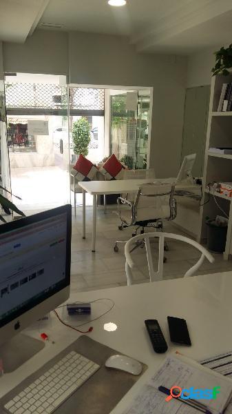 Se alquila local comercial amplio y luminoso en el centro de Estepona, en plena área comercial. 2