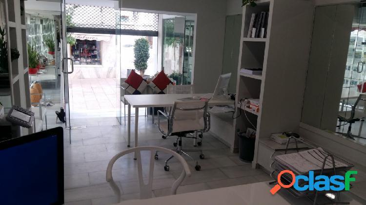Se alquila local comercial amplio y luminoso en el centro de Estepona, en plena área comercial. 3