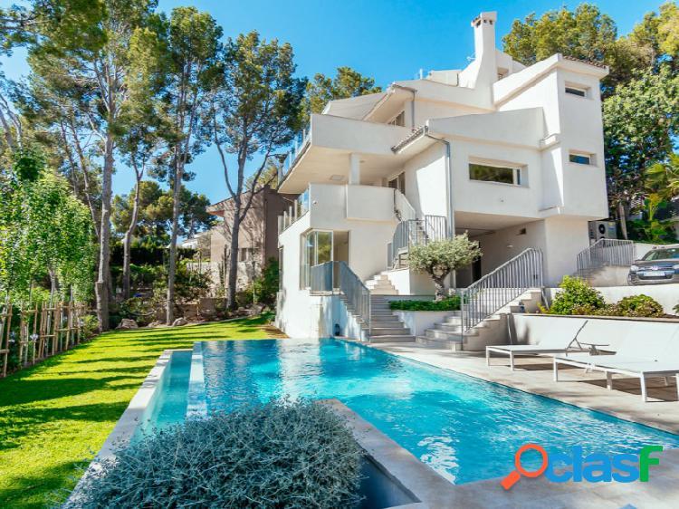 Una casa preciosa de diseño con piscina, jardín y vistas al mar en cas catala