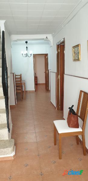 Alquiler casa 2 plantas 3 hab, muy luminosa y decorada tipo minimalista.