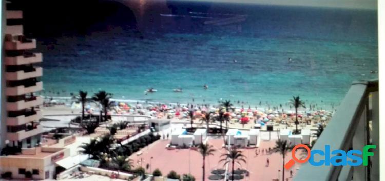 En venta apartamento con vistas al mar en la playa de levante, calpe.