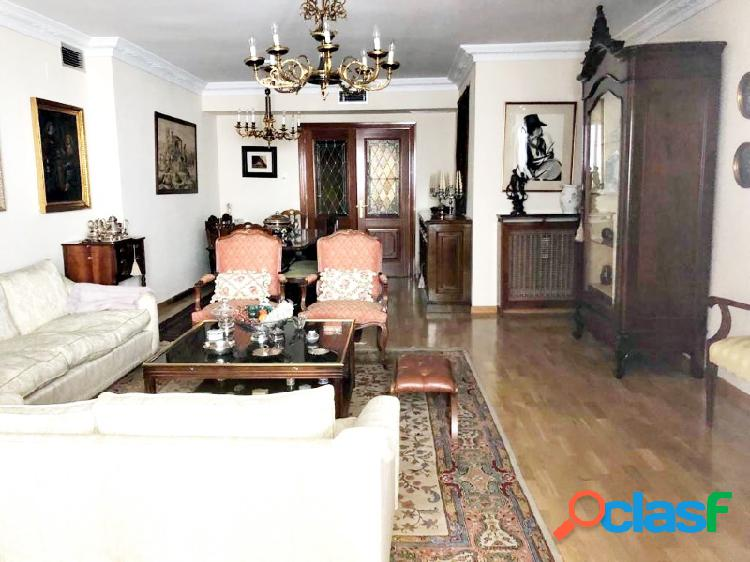 Fantástico piso en el centro de cáceres, totalmente reformado, garaje...