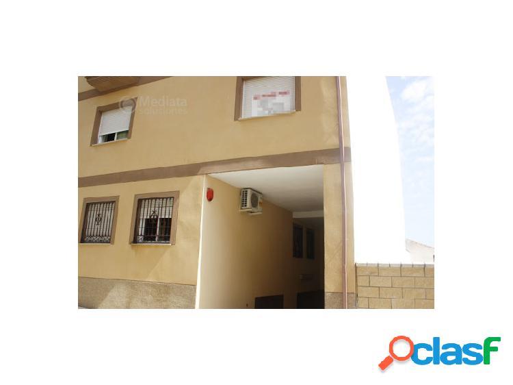 Mediata soluciones pone a la venta de piso en lachar (granada) con piscina, garaje y zonas comunes.