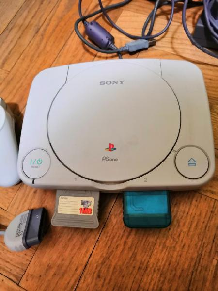 Play station 1. ps one