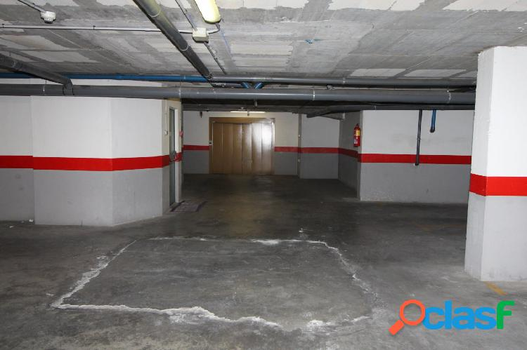 Plaza de garaje 4 metros de largo por 3 metros de ancho.