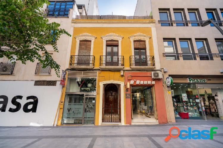 Magnífica casa señorial en pleno centro de almeria, en reyes católicos